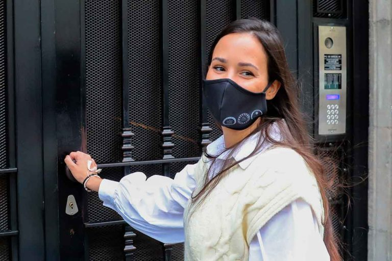 El reproche a Carolina Monje, novia de Álex Lequio, por viajar a Benicassim ¿y saltarse las restricciones?
