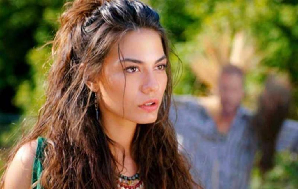 Demet Özdemir, the Turkish actress who leaves Can Yaman to