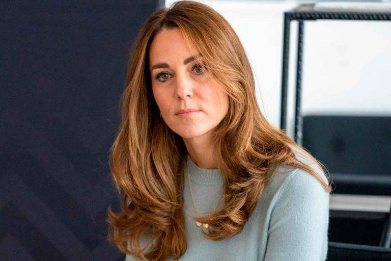 Cotilleamos las fotos familiares que Kate Middleton ha dejado al descubierto en su salón