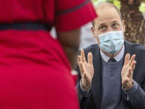 """El príncipe Guillermo carga contra 'The Crown' por """"explotar a sus padres por dinero"""""""
