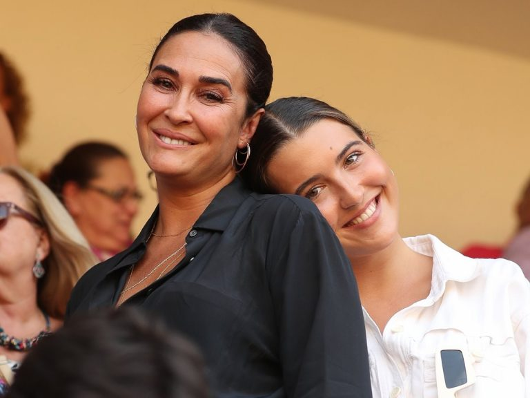 Vicky Martín Berrocal y Alba Díaz: Madre e hija (por fin) posan juntas con las prendas más a la moda
