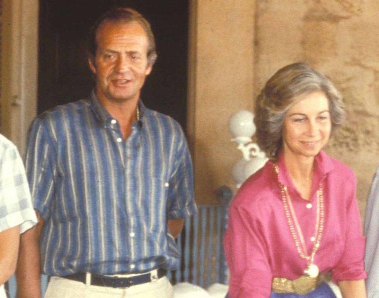Los gestos de cariño (inéditos) de don Juan Carlos y doña Sofía en un vídeo de 1980