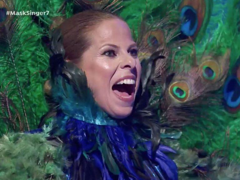Se desvela el misterio: ¡Pastora Soler es el Pavo Real de 'Mask Singer'!
