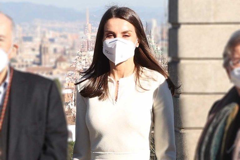 Letizia da la sorpresa como la 'reina de las nieves' en Barcelona