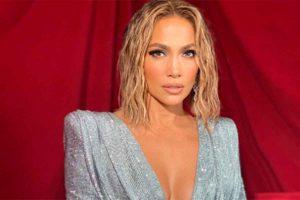El secreto de Jennifer Lopez para tener el escote perfecto pasados los 50