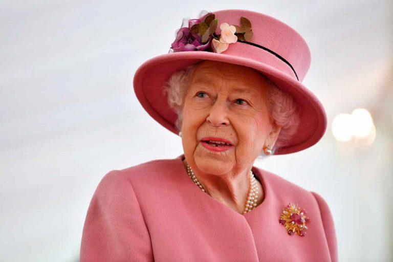 Si quieres trabajar para la reina Isabel II en Buckingham, ahora puedes: esta es su nueva oferta de empleo