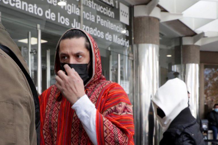 Rafael Amargo responde cabreado a la acusación de Irene Chamorro y su hermana de no pagarles