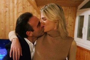 El beso de Enrique Ponce y Ana Soria que guarda un significativo guiño