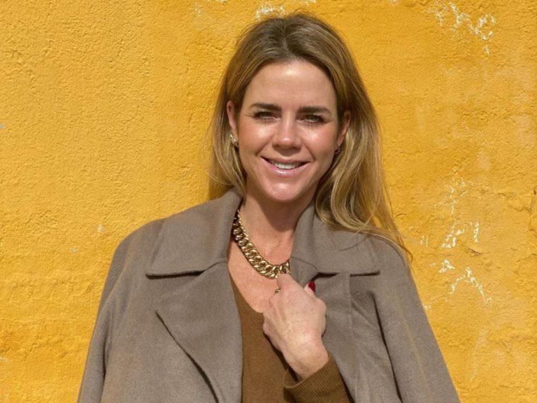 Así consigue Amelia Bono dar un toque moderno al traje sastre más clásico