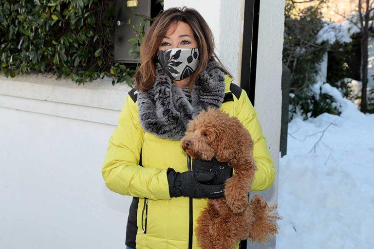 Así de equipada va Ana Rosa Quintana para andar por la nieve sin riesgo de caídas