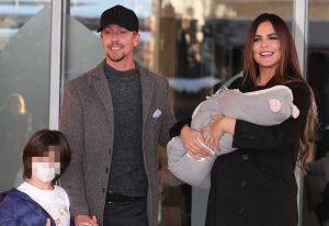 Guti y Romina Belluscio abandonan el hospital posando en familia con su segundo hijo