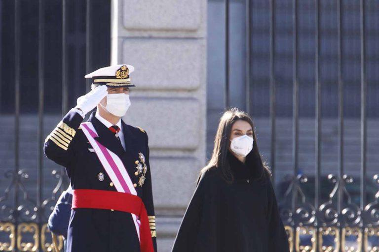 La Reina Letizia estrena el 2021 con su look más sobrio