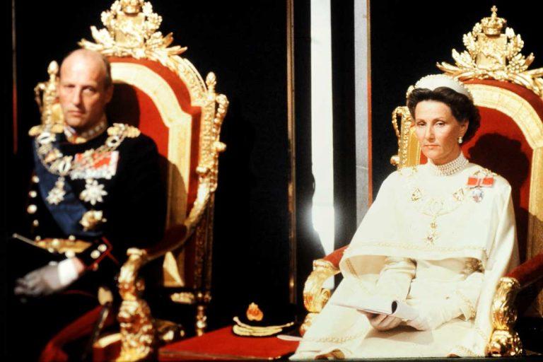Recordamos la fastuosa coronación de Harald y Sonia de Noruega en el 30 aniversario de su reinado