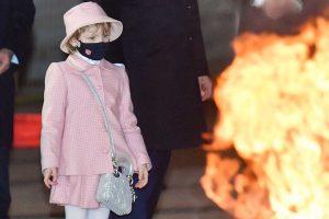 La hija de Charlène de Mónaco, tras los pasos de mamá: su carísimo look con bolso exclusivo en Santa Devota