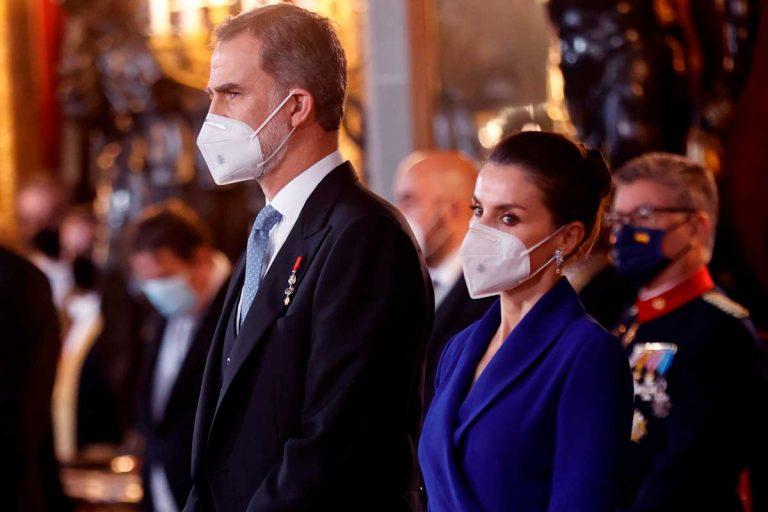 La Reina Letizia: de tiros largos reciclados, 'distante' y de confidencias con el Rey