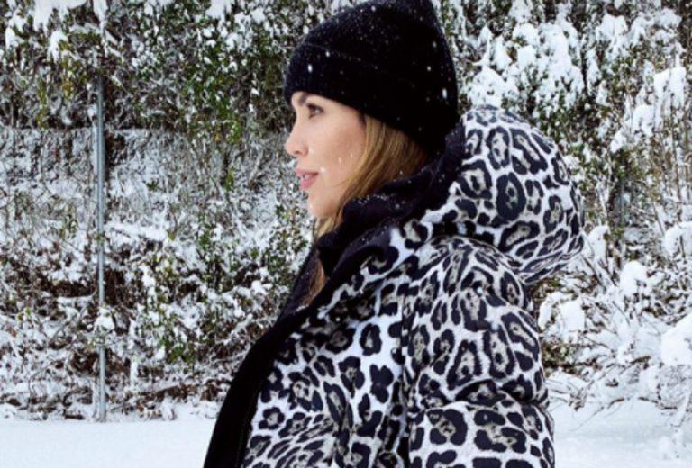¡De la nieve a la ciudad! Rosanna Zanetti lleva el abrigo más salvaje que querrás copiar