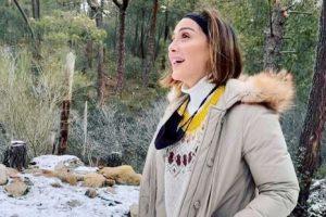 A palazos, Tamara Falcó y Ana Boyer sudan la gota gorda quitando nieve en su casa