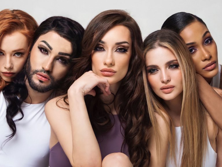 Adara Molinero crea su propia línea de cosméticos para conseguir una mirada de infarto