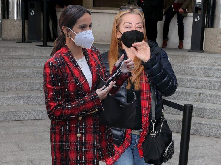 Belén Esteban y Gloria Camila coinciden en el juzgado con el mismo look