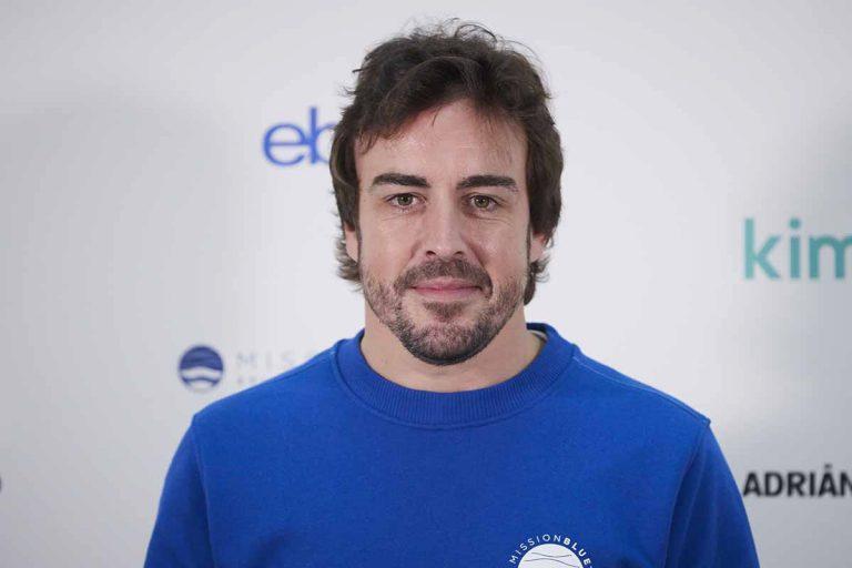 Fernando Alonso, atropellado por un coche mientras montaba en bicicleta en Suiza