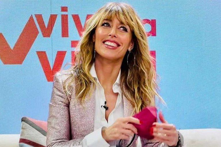 Fotos del día: esto es lo que toma Emma García durante la publicidad de su programa