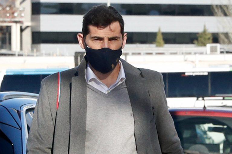 Iker Casillas se quita la alianza tras los rumores de una nueva ilusión de Sara Carbonero