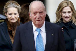 Las infantas Cristina y Elena ponen rumbo a Abu Dabi para reencontrarse con el rey Juan Carlos