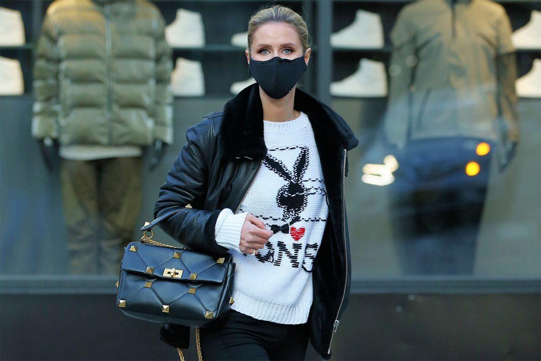 Nicky Hilton paseando