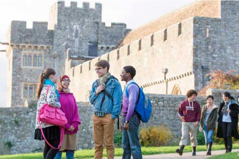 Así es el internado galés de la Princesa Leonor: en un castillo, con habitación compartida y cuidadores