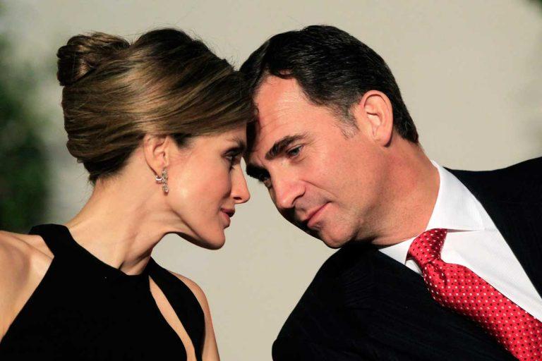 La historia de amor de Felipe y Letizia, a través de sus escasos besos en público