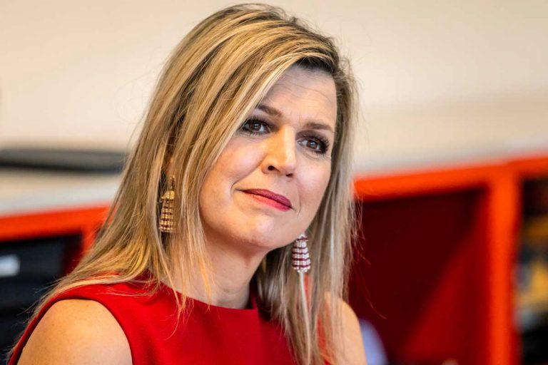 Máxima de Holanda sale de su 'reclusión' y reaparece en 'rojo Letizia'