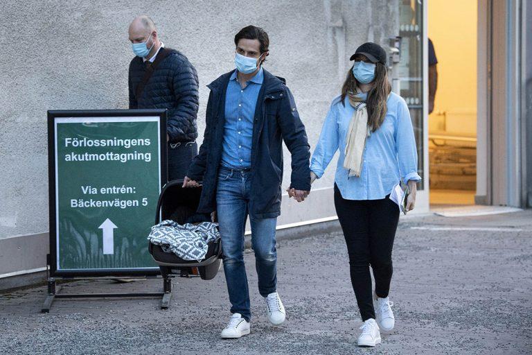Fotos del día: Carlos Felipe y Sofía de Suecia abandonan el hospital horas después del nacimiento de su tercer hijo