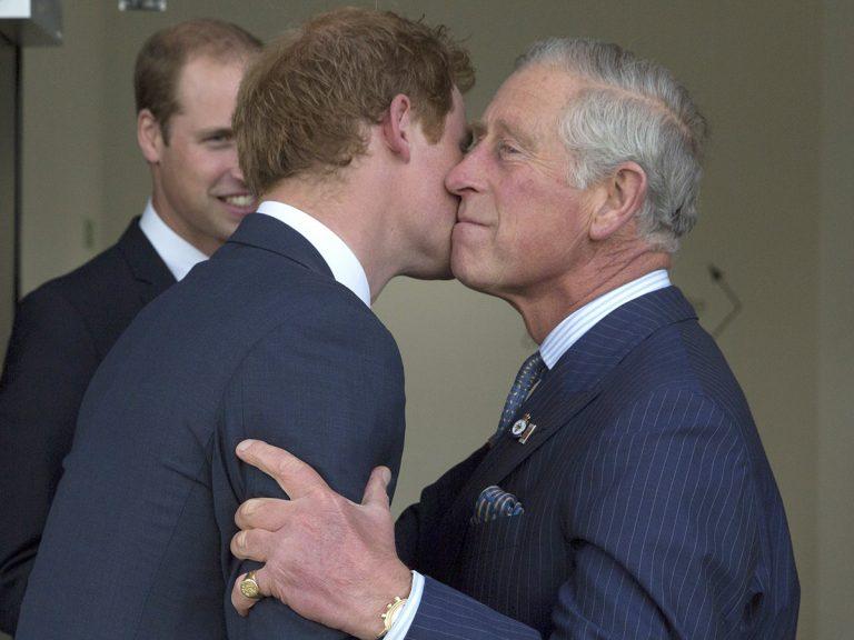 El príncipe Harry habla con su padre y su hermano, pero la cosa no termina nada bien