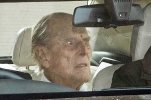 El duque de Edimburgo recibe el alta tras la operación y más de un mes ingresado