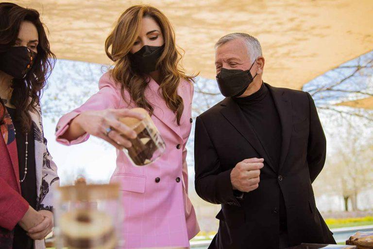 Rania de Jordania, tras los pasos del traje rosa de Letizia