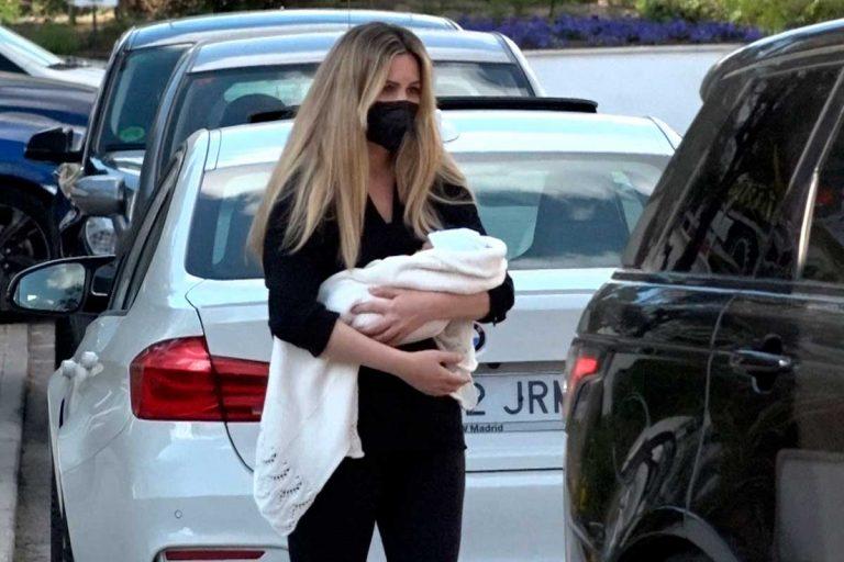 Edurne acude al médico con su hija muy bien acompañada