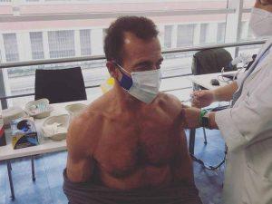 Alessandro Lequio recibe la primera dosis de la vacuna contra el coronavirus