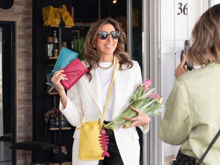 Paz Padilla inaugura su tienda en Zahara de los Atunes con la chaqueta más veraniega