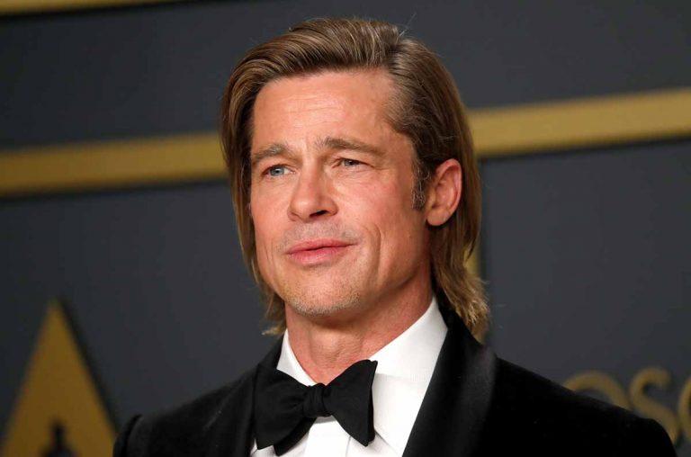 ¿Qué le pasa a Brad Pitt? Sale de un centro hospitalario en silla de ruedas
