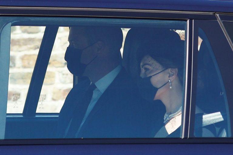 El príncipe Guillermo, junto a Kate Middleton, y Carlos de Inglaterra llegan a Windsor para el funeral de Felipe de Edimburgo