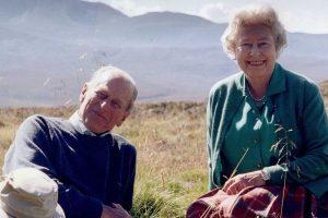 La romántica e inédita foto con la que Isabel II se despide de Felipe de Edimburgo horas antes de su funeral