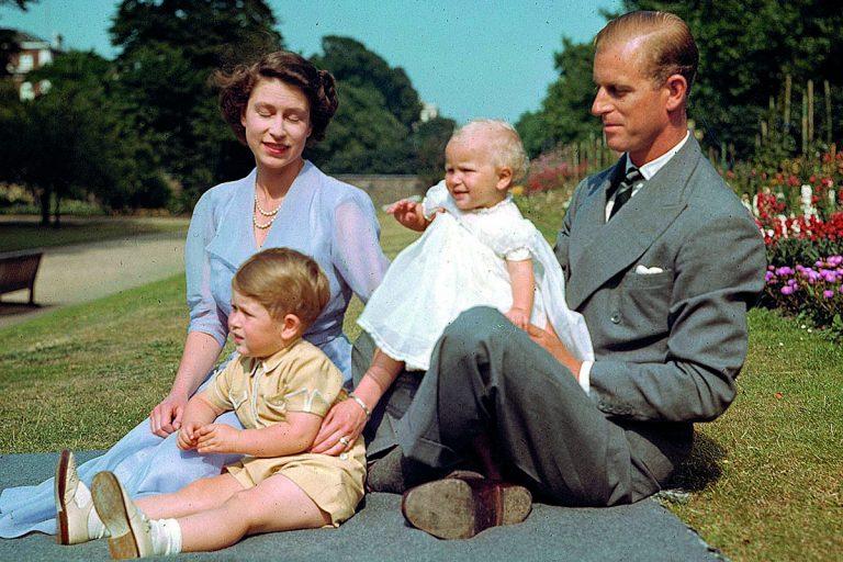 El duque de Edimburgo: las imágenes de una vida de leyenda