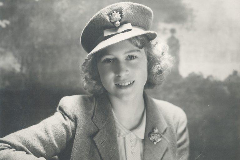 El álbum personal de la reina Isabel en su 95 cumpleaños: las imágenes que nunca esperarías de ella
