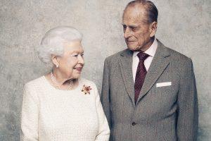 Ocho días de luto y sin funeral de Estado: así llora la reina Isabel la pérdida de su gran amor