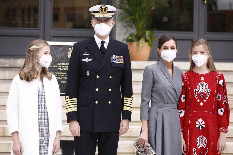 Los Reyes y sus hijas reaparecen unidos en una significativa ceremonia naval en Cartagena