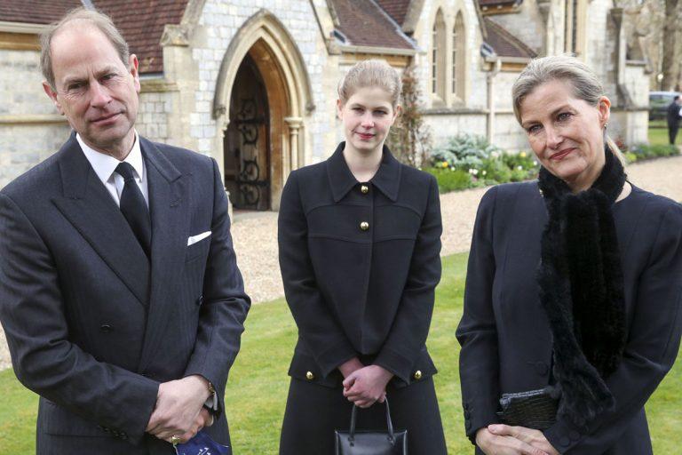 El príncipe Andrés y los condes de Wessex acuden a una misa por Felipe de Edimburgo