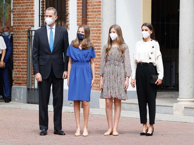 La Confirmación de la princesa Leonor (sin abuelos, pero con Felipe, Letizia y su hermana Sofía), foto a foto
