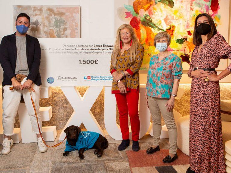 Beatriz D'Orleans y Carmen Lomana, unidas con Javier Mármol para apoyar la terapia asistida con perros en un hospital