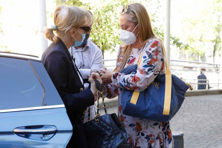 Belén Esteban arropa a Mila Ximénez en una nueva visita al hospital