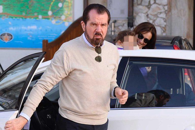Jesús Ortiz, el padre de la Reina Letizia, recibe la vacuna contra el coronavirus
